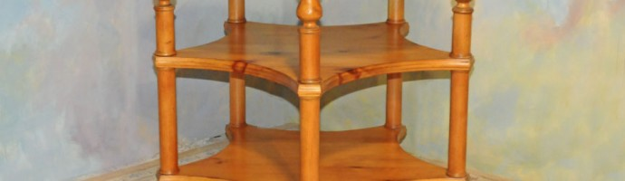 A040 New Round Table - Nice three level in knotty pine, country style, antique harvest finish